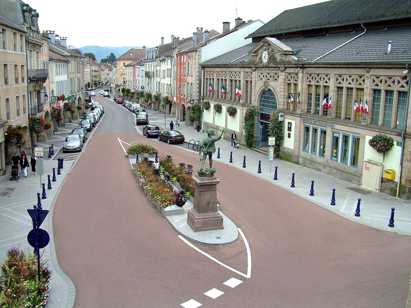 Remiremont office de tourisme de remiremont mairie de for Piscine de remiremont